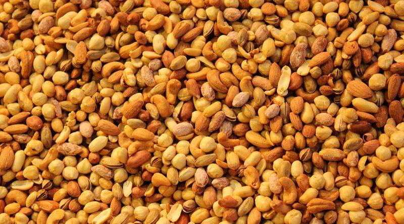 nuts-768243_1280